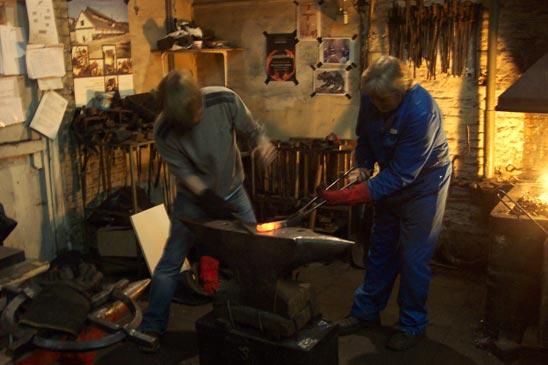 Fotogalerij zuiderpershuis smidse workshop smeden bij paul dekker in tielrode - Smeden van ijzeren ...